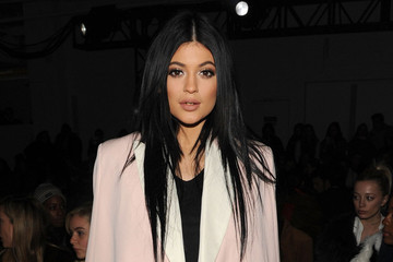Kylie Jenner's Beauty Gig, Jennifer Aniston's Hair Secret and More
