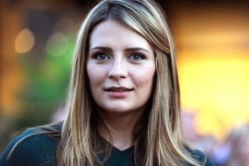 Mischa Barton's Unusual Fashion Campaign, Rent the Runway Goes Brick-and-Mortar and More