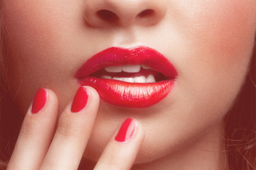 Tuesday Tip: Prevent Getting Lipstick on Your Teeth with This Move