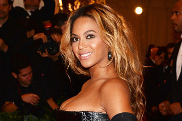 Watch Beyonce's Latest Fragrance Ad, The Secret to Jared Leto's Hair Revealed, and More