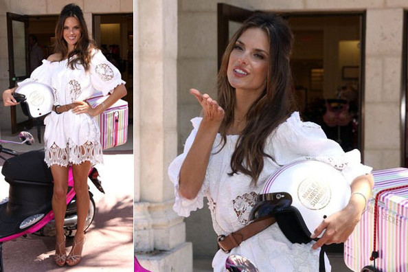 Look of the Day: Alessandra Ambrosio in Dolce & Gabbana