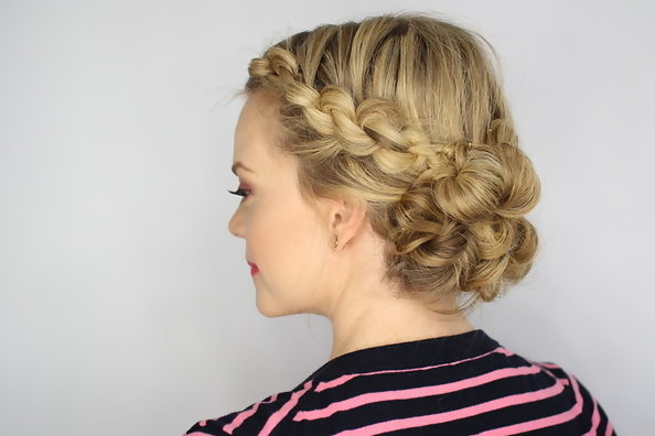 The Knotted Updo You Need to Try