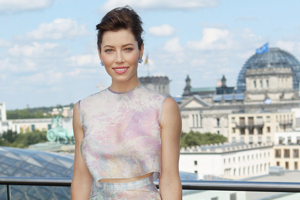 Look of the Day: Jessica Biel's Watercolor Crop-Top