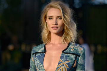 Look of the Day: Rosie Huntington-Whiteley's Contrasting Mini