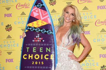 Vote! Who Was the Best Dressed Celebrity at the 2015 Teen Choice Awards?
