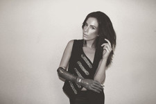 Model with Bionic Arm Will Walk in NY Fashion Week
