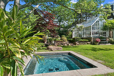 Christie Brinkley Sells Two Hamptons Estates For A City Pad