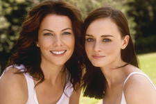 The First Pic from the 'Gilmore Girls' Revival Set Features The Dragonfly Inn