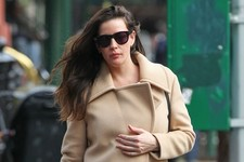 Pregnant Liv Tyler Gets Lunch