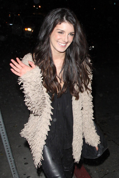 Shenae Grimes looked adorable leaving the Chateau Marmont wearing her shiny tresses long and slightly wavy.
