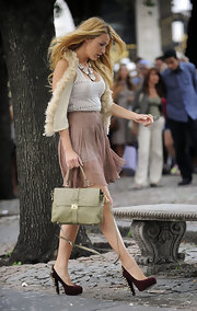 Blake Lively opted for a chic ostrich leather bag on the set of 'Gossip Girl.' The light green bag perfectly complemented her burgundy pumps.