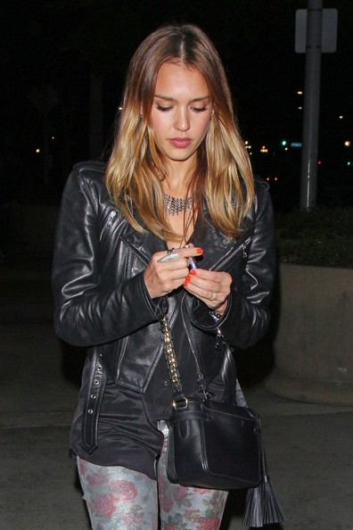 More Pics of Jessica Alba Chain Strap Bag (1 of 25) - Shoulder Bags Lookbook - StyleBistro