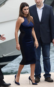 Penelope Cruz sizzled in towering navy satin stilettos.