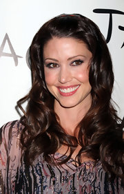 Shannon Elizabeth arrived at Tao Nightclub in Las Vegas wearing her shiny tresses in long layered curls.