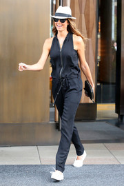 Stacy Keibler's sleeveless black jumpsuit was a perfect mix of style and comfort.