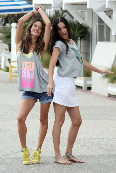 More Pics of Alessandra Ambrosio Tank Top (2 of 40) - Tank Top Lookbook - StyleBistro