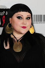Beth Ditto swept on a lot of intense black liner to create her dramatic look at the Keep a Child Alive Black Ball.
