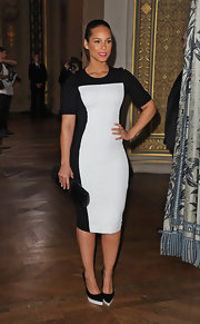 Alicia Keys maintained her fresh black-and-white style with a sleek patent clutch.