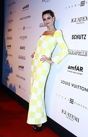Isabeli Fontana chose a vibrant yellow checkered dress for her modern look at the amfAR Inspiration Gala against AIDS.