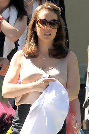 Alyssa Milano wore her hair smooth and straight with her lengthy bangs clipped back while on the set of 'Mistresses.'