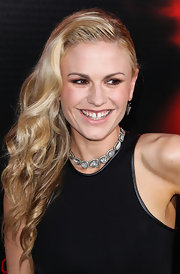 Anna Paquin pulled back her blonde waves into a glamorous side-sweep at the 'True Blood' season 6 premiere.