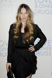 Sophie Lowe showed off perfectly polished red nails while attending the premiere of 'Love and Other Drugs'.