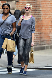 Anne's gray leggings gave her a stylish but athletic look while out shopping in NYC.