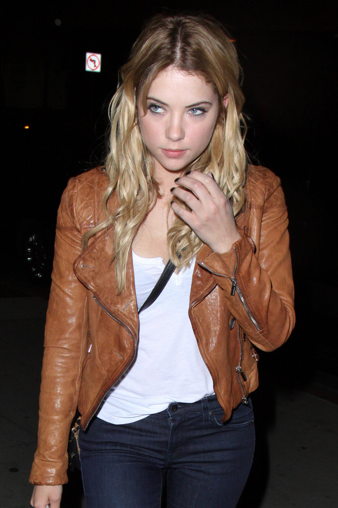 how to wear brown leather jacket