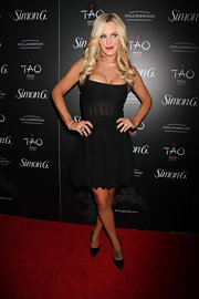 Jenny McCarthy showed off her fit figure with this black frock with a pleated skirt and a fitted bodice.