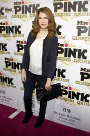 Anna Kendrick left her look basic—pairing a black leather clutch with black boots, jeans, and a navy blue blazer.