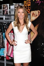 Audrina looked smoking in this faux leather V-neck dress while shopping in Vegas.