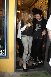 The singer sported grey skinny jeans with a gold studded pair of black platform pumps. The almost 5 inch shoes had her towering over her ex-husband but they sure looked hot with her jeans.