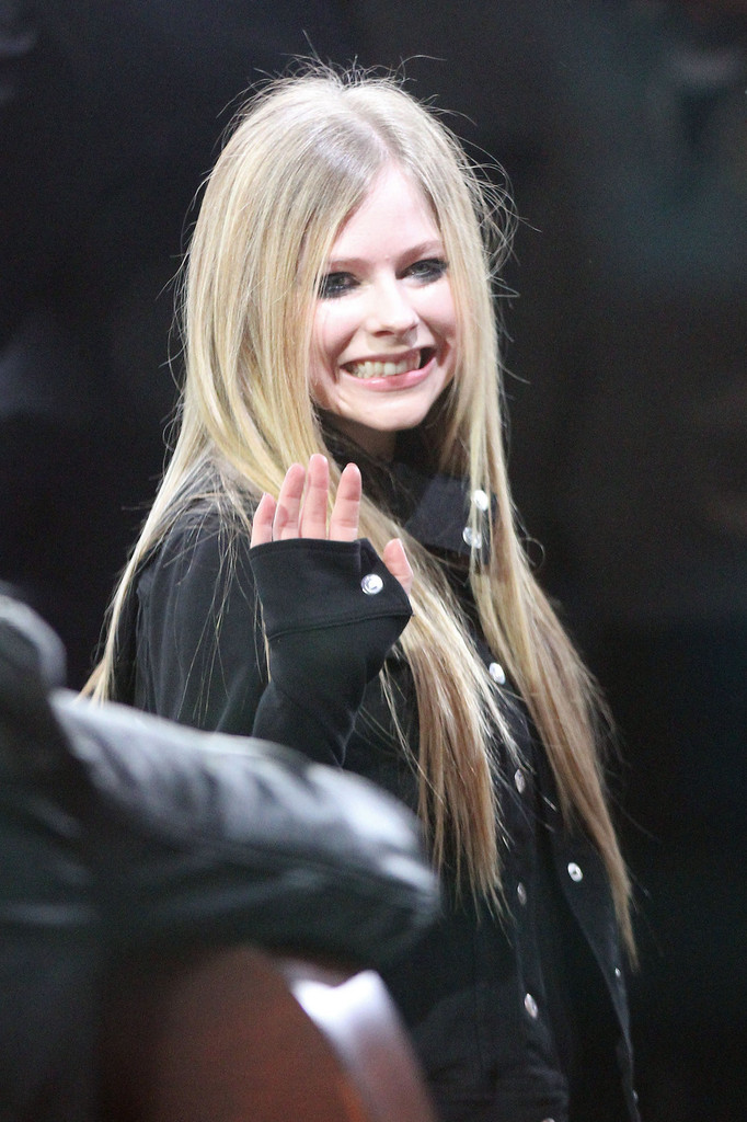 More Pics Of Avril Lavigne Long Straight Cut (2 Of 11