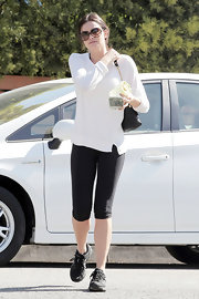 Courtney Robertson continued to work on her fitness in simple style, pairing capri leggings with a white top.