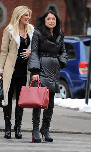 Housewife Bethenny Frankel jazzed up her all black ensemble with a classic red leather bag. A cute tote like this makes it easy to add flare to any outfit.