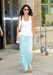 A casual white tank kept Bethenny's look light and airy.