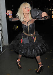 Betsey Johnson topped off her quirky style with ballet-inspired lace-up pumps.