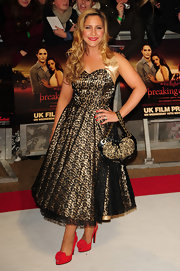 Heidi Range carried a matching heart-shaped purse which perfectly went with her stunning dress at the movie premiere.