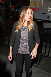 Lauren dons a black blazer with this laid back, stylish ensemble.