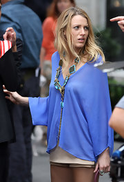 Blake showed off her gemstone necklace while hitting the set of 'Gossip Girls'.