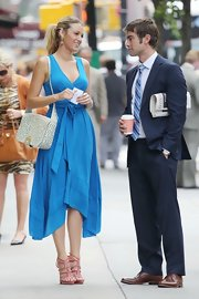 Blake Lively looked fab in a bright blue knit wrap dress on the set of 'Gossip Girl.'