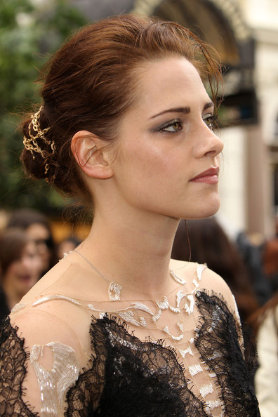 Kristen Stewart styled her hair into a chain-adorned twisted bun for the world premiere of 'Snow White and the Huntsman.'