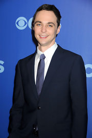 Jim looks sharp in this navy suit jacket and speckled blue tie.  Definitely a great color for the blue-eyed actor!