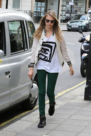 Cara's rich forest green skinny pants added some color to her tee and jacket.