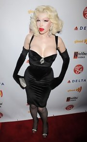 Amanda Lepore flaunted all she had by wearing a plunging cocktail dress at a GLAAD event.