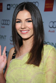 Victoria Justice looked absolutely gorgeous at the Voices on Point musical gala even with this simple straight 'do.
