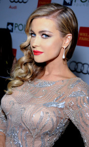 Carmen Electra looked oh-so-glamorous at the Voices on Point musical gala with her diamond teardrop earrings and beaded dress.