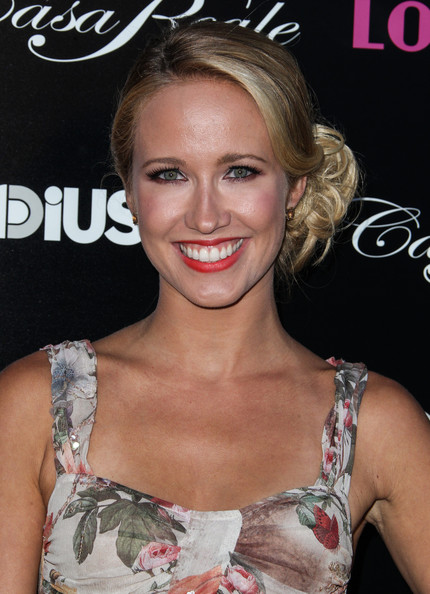 More Pics of Anna Camp Loose Bun (1 of 11) - Loose Bun Lookbook - StyleBistro
