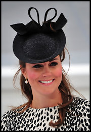 Kate's classic styled black hat was totally fit for a princess.