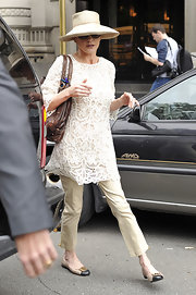 Catherine looked polished in an ivory lace top with tapered pants and cap toe dress flats with gold buckle details.